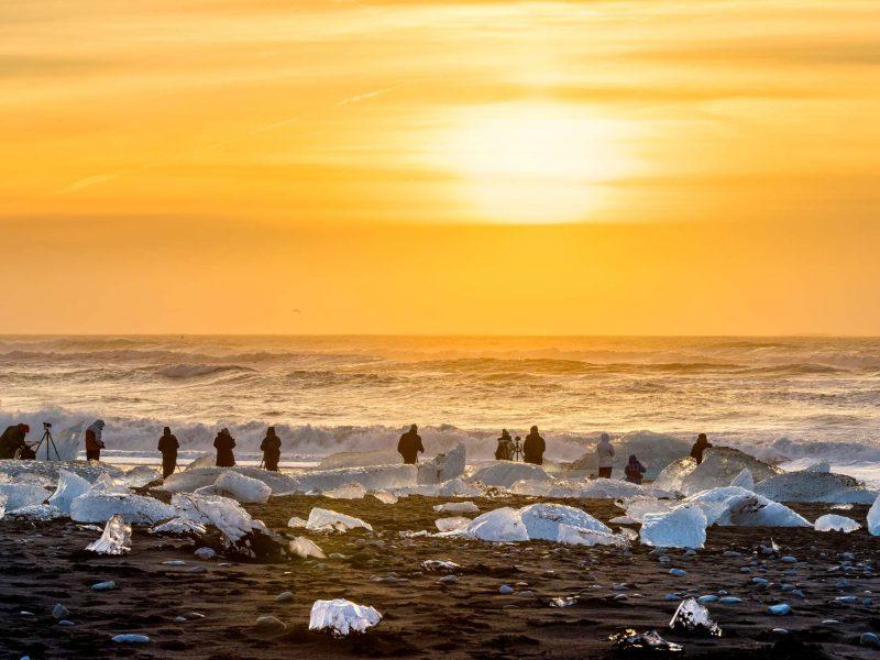 iceland photographers lined up on diamond beach jokulsarlon rth
