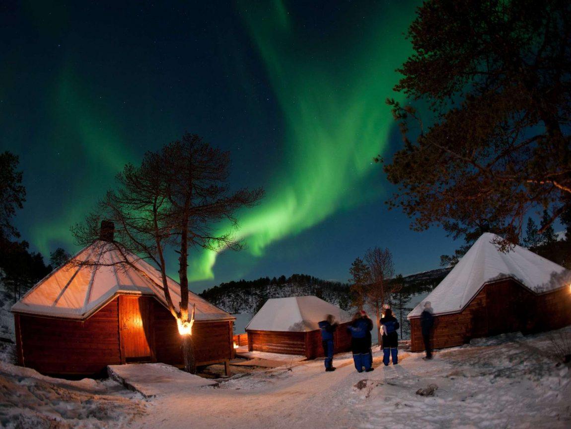 malangen nikka camp with aurora