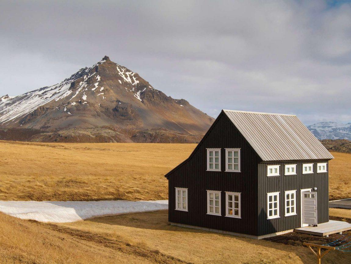 glacier lodge iceland view to snaefellsjokull wg