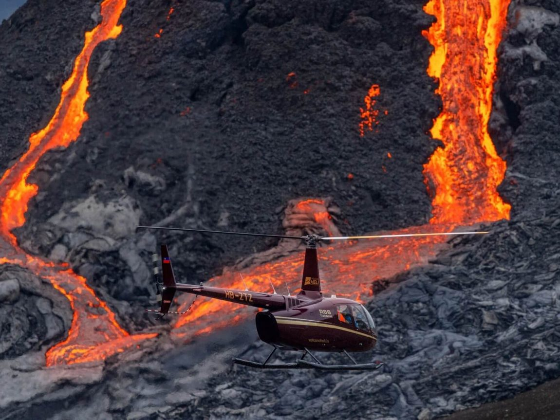iceland helicopter flying over fagradalsfjall eruption lava mar21 by rth sigurdsson