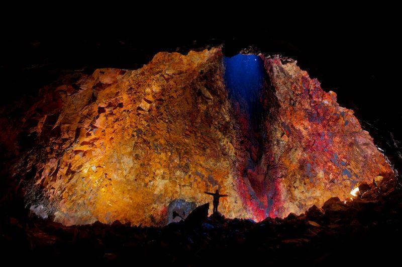 iceland inside magma chamber of thrihnukagigur volcano vg