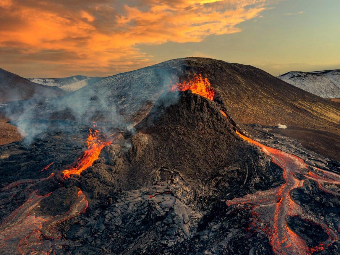 iceland volcanic eruption at fagradalsfjall reykjanes peninsula mar21 rth