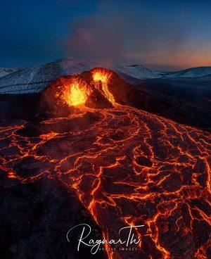 lava flowing through geldingdalur valley apr21 by rth sigurdsson