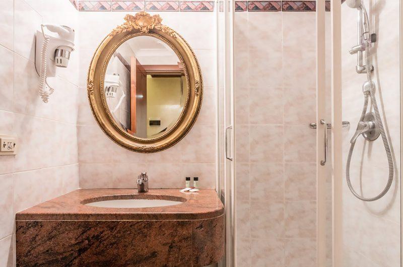 Edu rome raeli lux bathroom