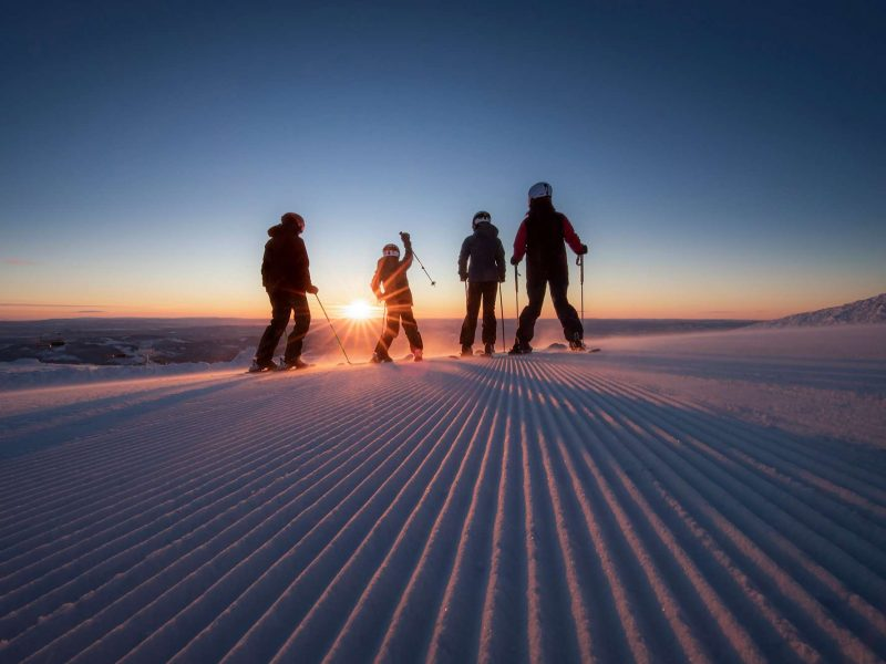 norway family skiing at trysil skiscan